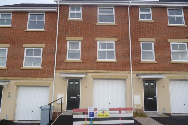 Thumbnail Town house to rent in Kerry Close, Clipstone Village, Mansfield
