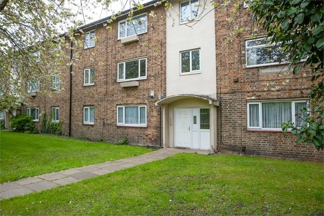 3 bedroom flat for sale in Aidan Court, Newcastle Upon Tyne, Tyne And Wear