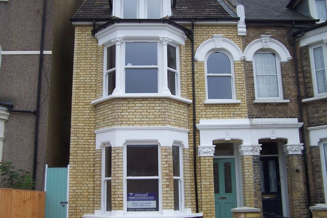 Thumbnail Flat to rent in Maple Road, Penge, London