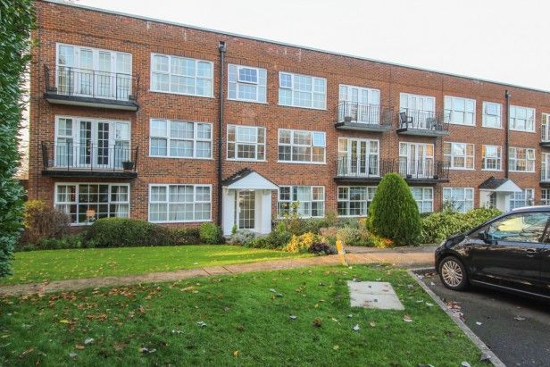 2 bed property to rent in Highridge Close, Epsom KT18