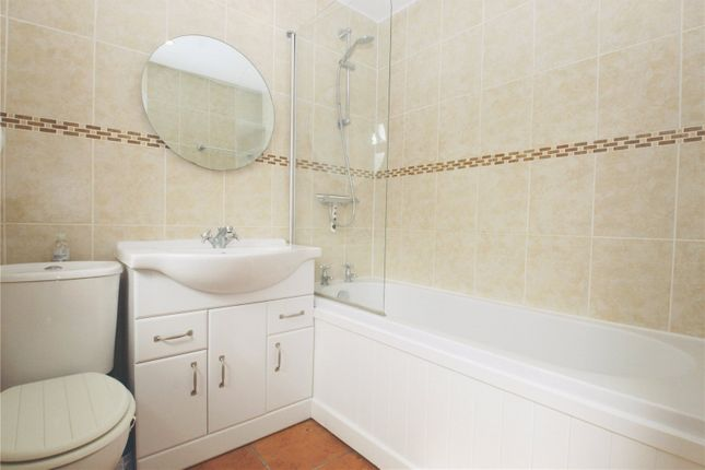 Picture No. 21 of Ramblers Cottage, Bucks Hill, Kings Langley, Hertfordshire WD4