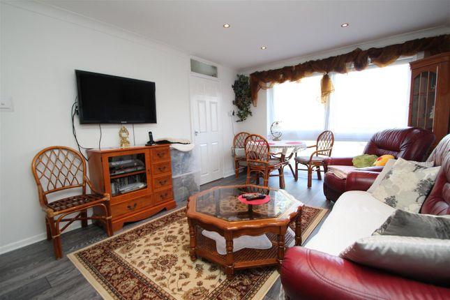 2 bed flat to rent in Datchet Close, Woodhall Farm, Hemel Hempstead