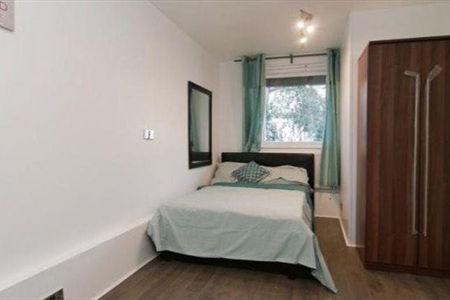 Thumbnail Shared accommodation to rent in Smithwood Close, London