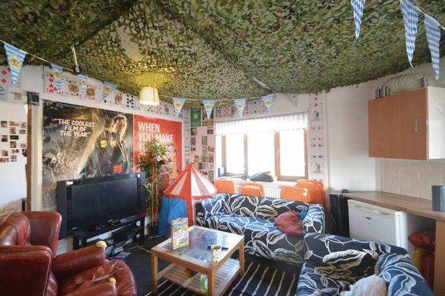 Thumbnail Flat to rent in Queens Road, Hyde Park, Leeds