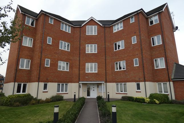 Thumbnail Flat to rent in Hornchurch Square, Farnborough, Hampshire