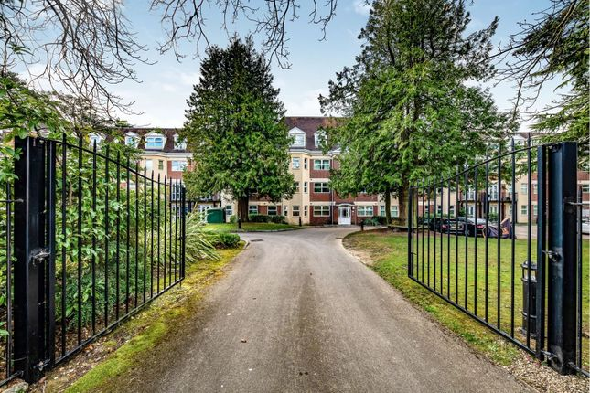 Thumbnail Flat for sale in Heathcote Road, Camberley