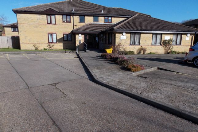 Flat for sale in Dove Close, Chatham
