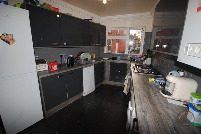 Thumbnail Terraced house to rent in 17 Raven Road, Hyde Park LS6 1Da