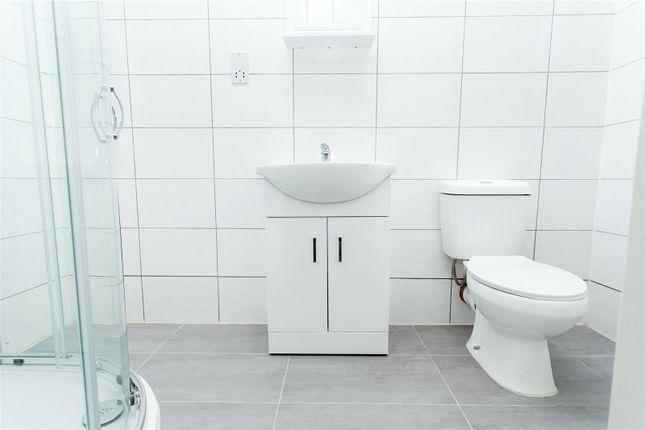 Bathroom of Norwich Road, London CR7