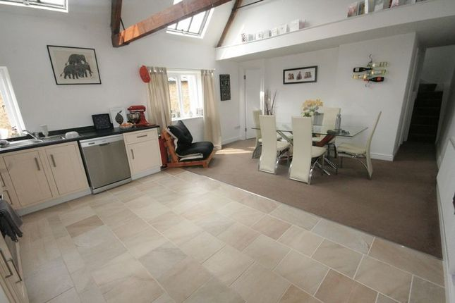 Thumbnail Flat to rent in Market Place, Brackley