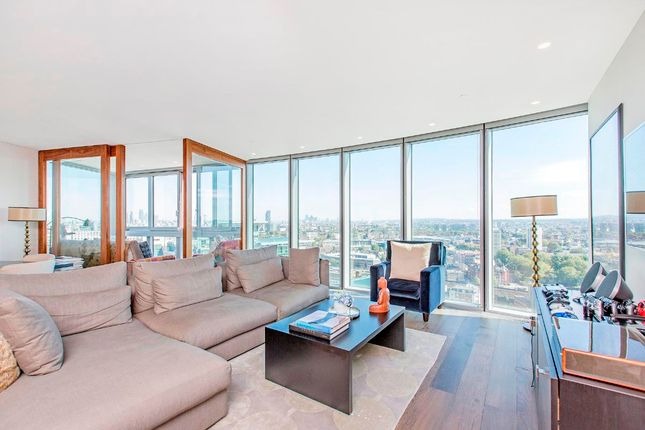 Flat to rent in St. George Wharf, London