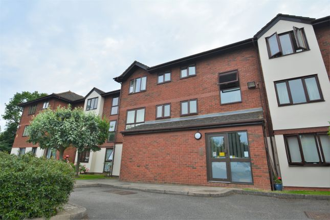 1 bed flat to rent in Wyvern Place, Green Lane, Addlestone