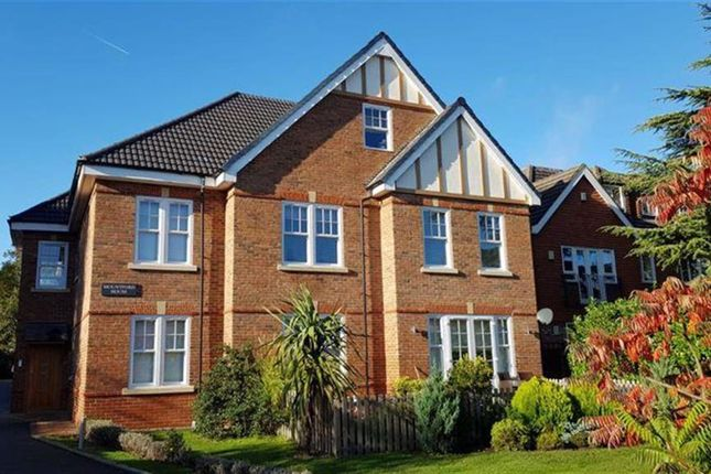 2 bed flat to rent in Mountford House, Wordsworth Drive, Cheam SM3
