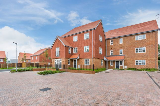 Thumbnail Flat for sale in Camelia Close, Waterfield, Tadworth