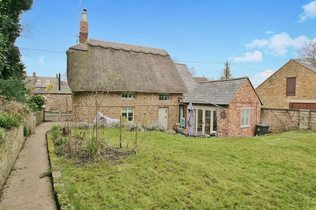 Thumbnail Cottage for sale in Thorpe Road, Chacombe, Banbury