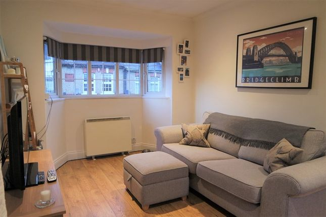 Thumbnail Property for sale in Edward Grove, New Barnet, Barnet