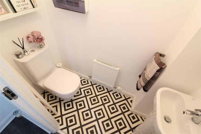 Downstairs WC of Providence Crescent, Hull HU4