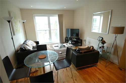 Thumbnail Flat to rent in Birdwood Avenue, Hither Green, London