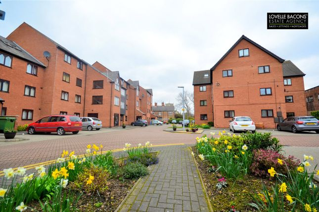 Thumbnail Flat for sale in Grosvenor Crescent, Grimsby