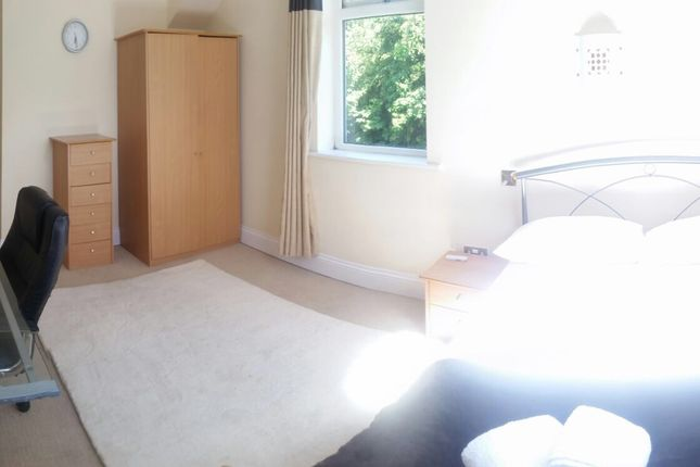 Thumbnail Shared accommodation to rent in Kingswood Road, Manchester