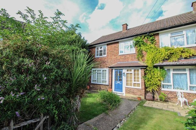 Photo1 of The Roundway, Claygate, Esher KT10