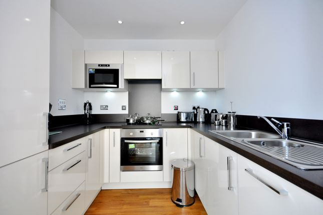 3_Kitch of Waterside Park, Connaught Heights, Royal Docks E16