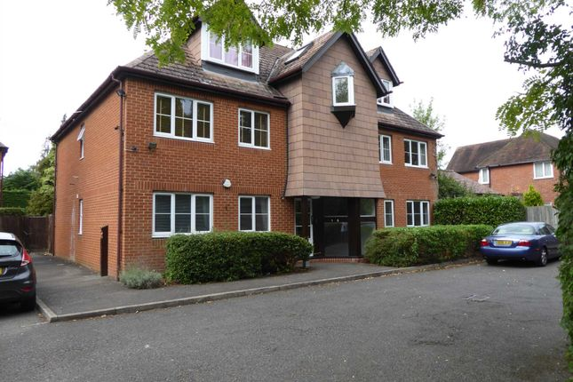Thumbnail Flat for sale in Shinfield Road, Reading