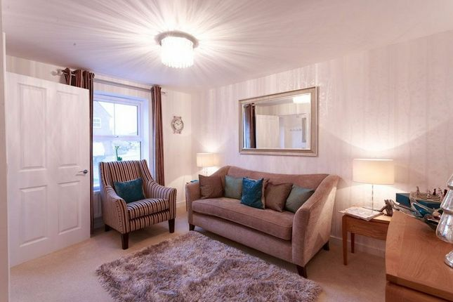 2 bed flat for sale in Locksbridge Road, Andover