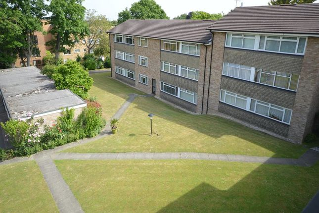 Thumbnail Flat to rent in Christchurch Park, Sutton