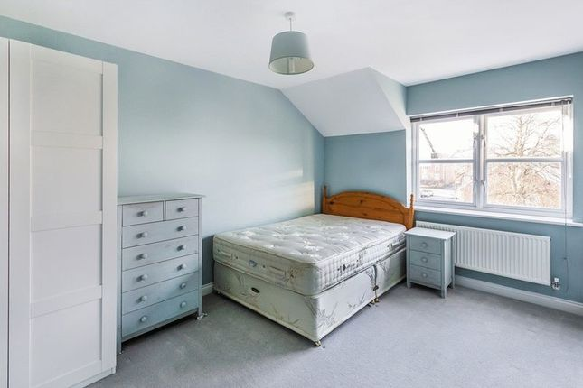 Thumbnail Town house to rent in Cambridge Square, Redhill