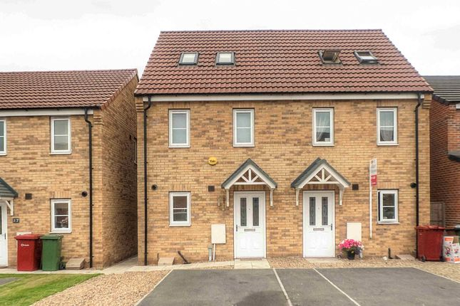 Thumbnail Semi-detached house to rent in Plover Way, Scunthorpe
