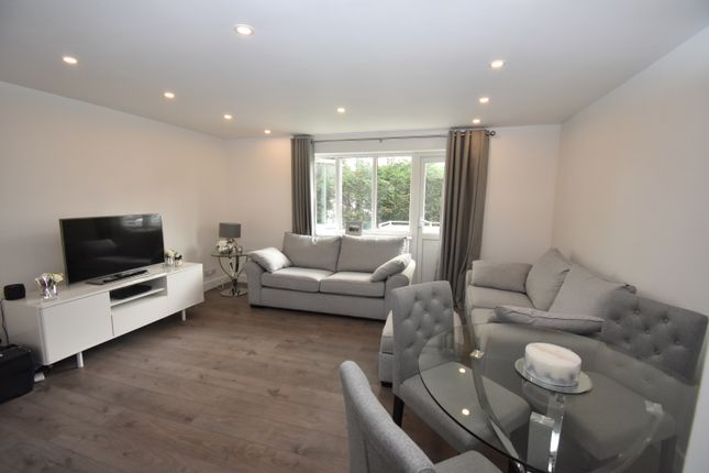 2 bed flat to rent in Alma Road, Sidcup DA14