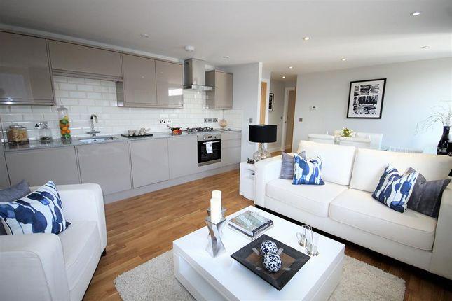 Thumbnail Flat for sale in 14 Elizabeth House, Christoper Road, East Grinstead