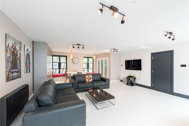 Thumbnail Mews house to rent in Priory Park Road, London