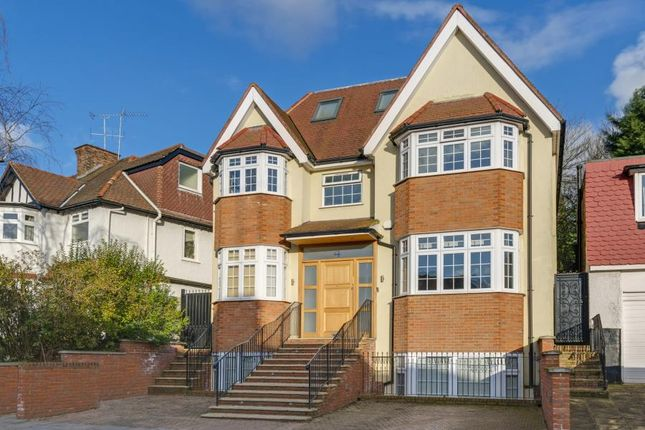 Thumbnail Property to rent in Broughton Avenue, London