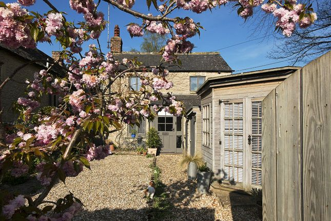 Thumbnail Cottage for sale in Coronation Street., Fairford