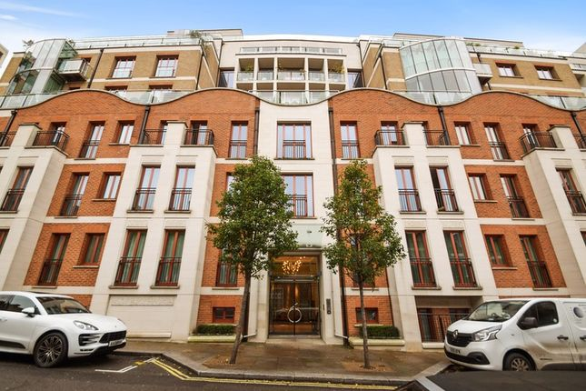 Thumbnail Flat for sale in Lancelot Place, London, London