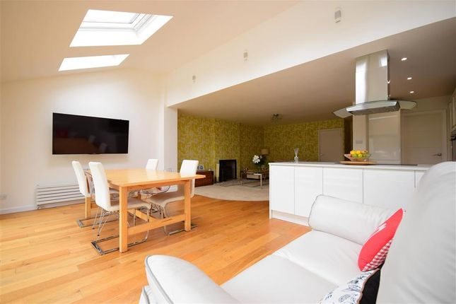 Thumbnail Detached house for sale in Chestnut Avenue, Billericay, Essex