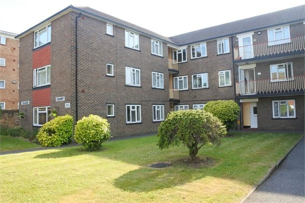 2 bed flat to rent in Ashburton Road, Croydon CR0