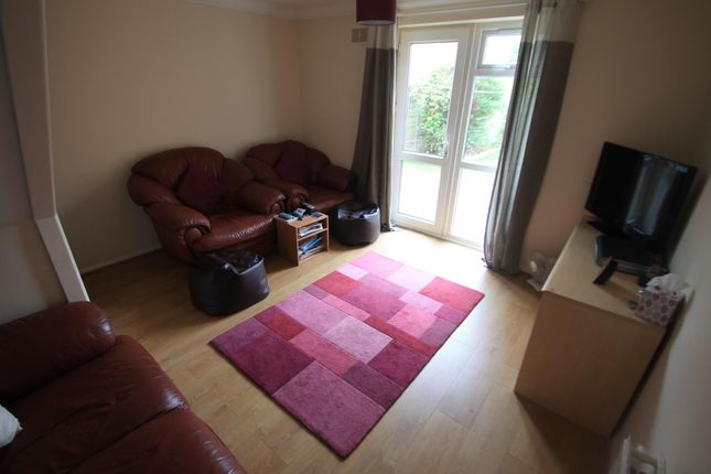 Thumbnail Property to rent in Radstone Place, Luton