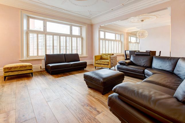 Thumbnail Flat for sale in Old Court Place, London
