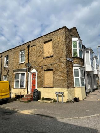 4 bed end terrace house for sale in 8 Bath Place, Margate, Kent CT9