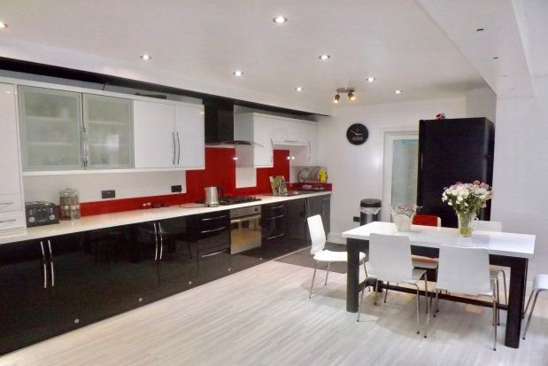 Thumbnail Property to rent in Cann Hall Road, London