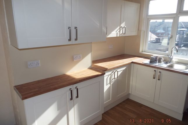 3 bed flat to rent in Doncaster Road, Doncaster DN3