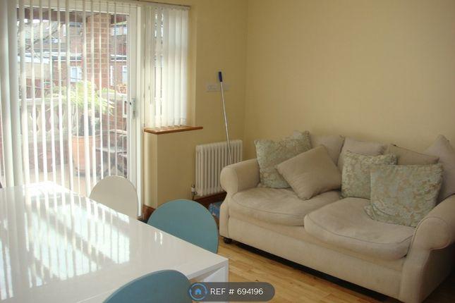 Lounge Area Sofa of Taunton Avenue, Hounslow TW3