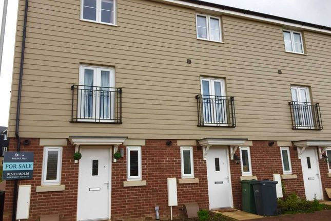 Thumbnail Town house for sale in Falcon Crescent, Norwich