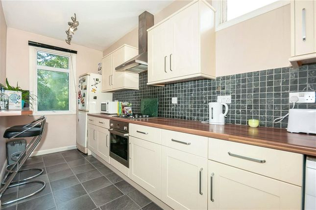 Picture No. 09 of January House, 28 Birdhurst Rise, South Croydon CR2