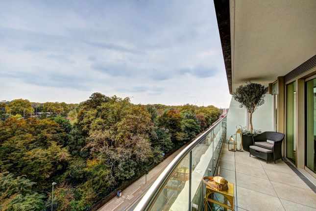 Thumbnail Flat for sale in The Cascades, Chelsea Vista