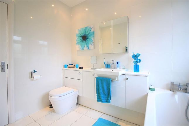 Bathroom of Sherborne Avenue, Norwood Green UB2