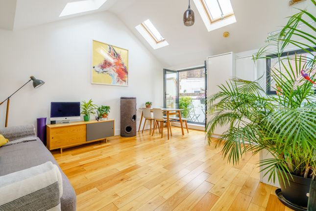 Thumbnail Terraced house for sale in Well Street, Hackney
